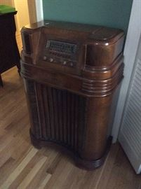 Wonderful vintage radio