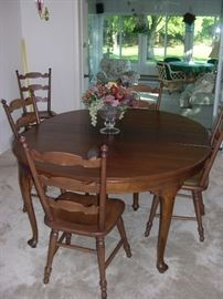 Beautiful Dining Room Table w/ (6) Chairs**Perfect Condition!