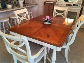 country kitchen set with 6 chairs & 2 leaves