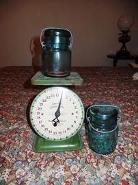 Unique Scale plus canning jars
