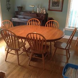 Pedestal Dining Table / 8 Chairs