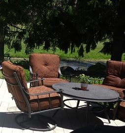 Comfortable and near new patio table and four chairs.