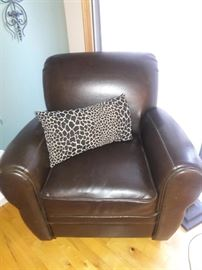 Like new leather chair