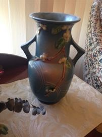 Very large Roseville Snowberries vase with handles, 10 inches tall