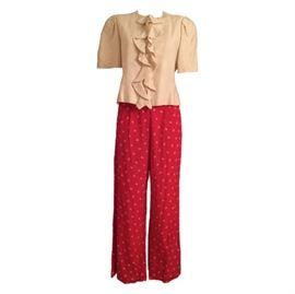 Size: 4 (est.)  Bill Blass off white linen ruffle top with orange flower pants. Zips in back.