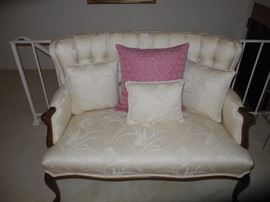 Lovely settee, wooden frame and in perfect condition