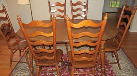 VINTAGE MAPLE DINING TABLE AND 6 CHAIRS