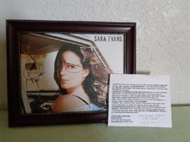 Sara Evans signed and framed photo  Mint condition signed photo. Nice wooden picture frame.  Date of purchase: 5/9/04