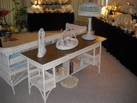 WICKER SOFA TABLE WITH TIGER OAK TOP