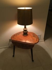 Drop leaf Ethan Allen maple side table with bronze table lamp -Table SOLD