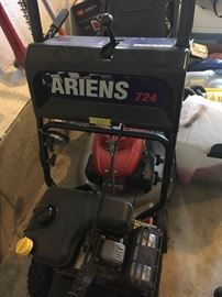 Superlative Ariens 724 Snow Blower. Only a couple of years old and very well maintained!