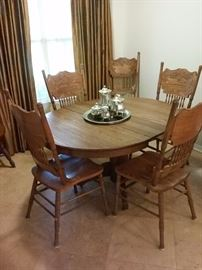 Kitchen Oak Round Table and Chairs