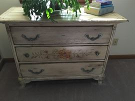 Rustic Painted 3-drawer chest in excellent condition