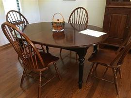 Breakfast room set w/4 Windsor-style chair (1 leaf)