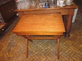 Wood lift top desk.
