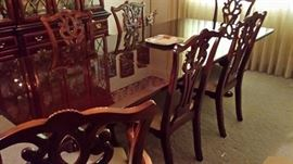 Cherry mint condition Antique Dinning Table and 6 chairs. Claw feet on table and chairs