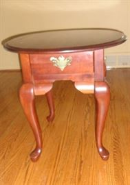 Nice little side table with drawer
