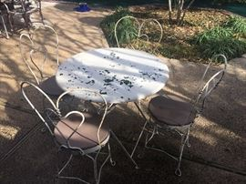4 Ice cream antique chairs and table