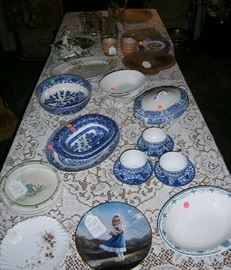 Assorted plates and dishes, including Blue Willow