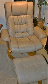 Leather Stressless Chair w/ Ottoman