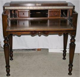 Spinet Desk w/Chair