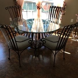 COPPECOPPER ROUND METAL/GLASS TABLE W/4 CHAIRS. $300 TODAY!!!!