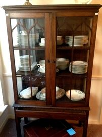 """Antique china hutch, set of china """"Bavarian china by Hutschenreuther Selb"""""""