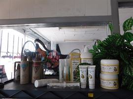 Living Estate of Dr. Mary Susan Oliver                                  All items have been moved to this warehouse for security and owners piece of mind all items are clearly marked and ready to be sold, do not miss this one with designer labels and designer cosmetics at prices anyone can afford!  3097 Broadway, Macon GA 31206 ***JUST SOUTH OF EISENHOWER PARKWAY*** Preview and First Purchases on: Wednesday October 26, 2016 (4PM to 8PM) Thursday October 27, 2016 (10AM to 6PM) Friday October 28, 2016 (10AM to 6PM) Saturday October 29, 2016 (9AM to 5PM) Sunday October 30, 2016 (10AM to 5PM) Two Southern Peaches Pickin' in the South with Two Yankee Boys just Diggin' it out. Beverly 478-957-1717 Susan 478-284-9402           Paul 478-262-6896 Rodney 478-250-2759