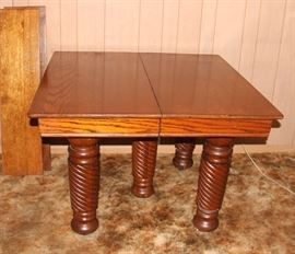 Gorgeous Dining Table w/Great Legs