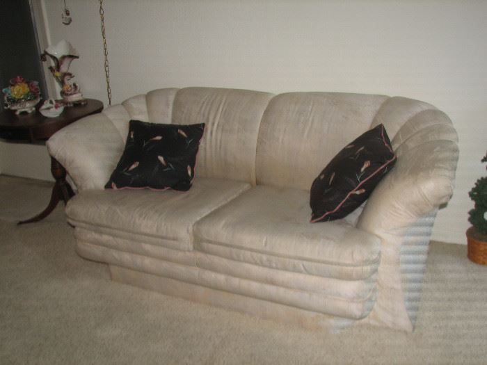 SOFA & LOVE SEAT MATCHING