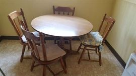 Round kitchen table with chairs - $75