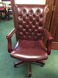 Office Chair leather tufted $45.00  **BUY IT NOW PAYPAL** LOT#833 (wood arms worn)
