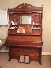 Fully restored 1903 Farrand Company American Oak pump reed organ