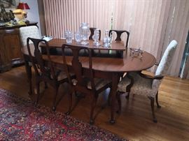 Queen Ann extending dining room table and 6 chairs