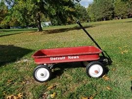 When did the Detroit News supply wagons to deliver