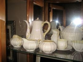 Belleek. Beautiful extended set