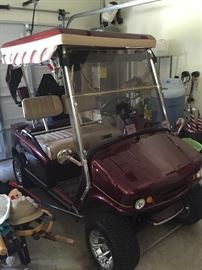 2007 WESTERN ELECTRIC GOLF CART WITH NEW TROJAN BATTERIES.