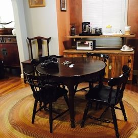 Round dining table, 2 pairs of chairs