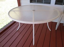 Round patio table 48""