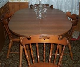 Maple table w/ 2 leaves (58 in. by 41 in.) and 4 chairs