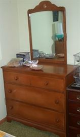 Maple dresser w/ mirror (part of 3 pc set - priced separately)