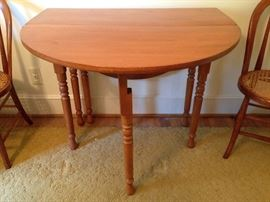 Oak Drop-Leaf Gate-Leg Dining Table - Detail