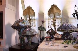 beautiful Tiffany style lamp galore