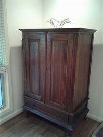 Wardrobe armoir