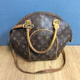 Louis Vuitton Logo Purse