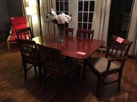 Vintage Duncan Phyfe dining table and 6 chairs. Circa 1950