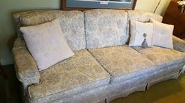 Nice clean sofa.....great condition