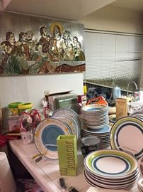 TONS KITCHEN DISHES. GLASSES MID CENTURY. MOST ITEMS NEW. CROCK POTS. PANS. BAKING PANS. MOLD PANS. HUGE SELECTIONS