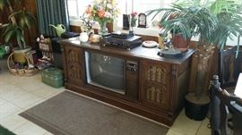 AM FM / TV RECORD PLAYER Console - works. $200!