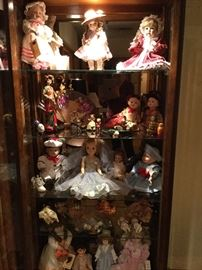 Many dolls, several antique
